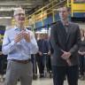 Tim Cook'un Cebinde Taşıdığı Telefon iPhone 8 mi?