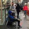 İnsanlar iPhone X İçin Apple Mağazaları Önünde, Haftalar Öncesinden Kamp Kurmaya Başladılar!