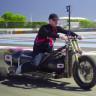 Bir Adam, Üç Tekerlekli Bisikletiyle 260km/s Hıza Ulaştı!