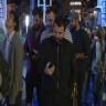 İstanbul'da Satışa Çıkan iPhone 8 İçin Gece Yarısı Uzun Kuyruklar Oluştu
