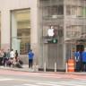 50 İnsanı iPhone X İçin Sıraya Sokan Sahte Apple Mağazası Şakası!