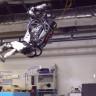 Boston Dynamics Robotu Atlas'ın, Normal İnsanların Bile Beceremeyeceği Hareketler Yaptığı Videosu