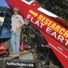 Düz Dünya Teorisyeni 61 Yaşındaki Adam, Kendini Roketle Uzaya Fırlatacak!