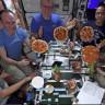 Uluslararası Uzay İstasyonu Mürettebatının 'Uzay Pizzası' Yapıp Yediği Eğlenceli Video
