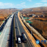 Çin'in Güneş Enerjili Otoyolu Elektrikli Arabaları Şarj Edecek
