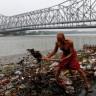 Hinduların Kutsal Nehri Ganj'da Yaşanan Akılalmaz Kirliliğin Görüntüleri