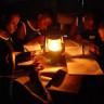 Elektrik Olmayan Yerlerde Yaşayan Çocuklar İçin Tasarlanan Güneş Fenerleri