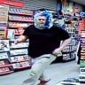Kafasındaki Plastik Torbayla Dünyanın En Ünlü Oyun Mağazalarından Birini Soymaya Çalışan Garip Adam