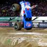 'Monster Trucks' Yarışında Bir İlke İmza Atarak Ön Takla Atan Araba