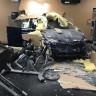 Spor Salonuna Dalıp Şans Eseri Kimseyi Öldürmeyen Tesla Model X Kazası! (Video)