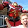 İngiliz Mucitler Arka Bahçelerinde Hulkbuster Yapmayı Başardı (Video)