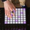 Ellerinizi Havada Sallayarak Müziğe Efekt Vermenizi Sağlayan Yüzük