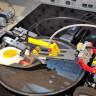 Bir Adam, Kendisine Pastırmalı Yumurta Yapması İçin Legolardan Robot Geliştirdi (Video)