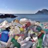 İnsanlığın Karanlık Tarafı: Yavrularına Yemek Diye Plastik Yediren Deniz Kuşları