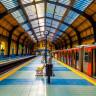 Avustralya'da Tren Raylarına Düşen Bir Kişiyi Son Saniyede Kurtaran Kahraman (Video)