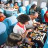 50-60 Yıl Önce Uçaklarda İkram Edilen Yemekleri Gösteren 15 Etkileyici Fotoğraf