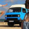 Eski Volkswagen Minibüse Tesla Motoru Takarak Dünyayı Dolaşan Çılgın Çift (Video)