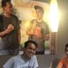 İki Genç, Kendi Fotoğraflarını Gizlice Afiş Yapıp Astıkları McDonald's'ı 51 Gün Boyunca Trolledi