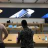 Apple, Yeni Ürünlerinin Tanıtım Görsellerini Apple Store'lara Asmaya Başladı