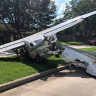 Bir Tesla Model X'in Üzerine Uyuşturucuyla Mücadele Uçağı Düştü