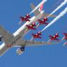 Teknofest'te Türk Yıldızları ve THY Boeing Uçağı Birlikte Uçtu