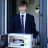 İngiltere'de Bir Öğrenci, Protesto İçin Okula Mikrodalga Fırın ile Gidiyor