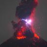 Bir Yanardağın, Lavlara Karışan Şimşeklerle Patladığı Anlar (Video)