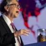 Bill Gates, Konuşma Yapmak İçin Kürsüye Bir Kavanoz İnsan Dışkısıyla Çıktı