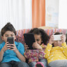 Akıllı Telefonlarla Çok Vakit Geçiren Küçük Çocukların Gelişimlerinin Olumsuz Etkilendiği Ortaya Çıktı