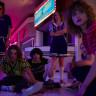 Stranger Things'in Başrol Oyuncusu, 3. Sezonun Nasıl İzlenmesi Gerektiğini Açıkladı