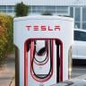 Şarj İstasyonunu Park Yeri Olarak Kullanan Tesla Model S'in İçler Acısı Son Hali