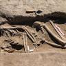 Van Kalesi Yakınlarında Kafatası Olmayan 2.700 Yıllık Bir Kadın İskeleti Bulundu
