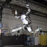 Boston Dynamics'in Atlas Robotunun Akrobatlara Taş Çıkartan Hareketleri (Video)