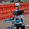 DARPA Robot Yarışmasında Robotların Düştüğü Birbirinden Komik Haller