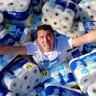 Yüzme Havuzundaki Suyu 1 Milyon Kağıt Havluyla Çekmeye Çalışan YouTuber'a Büyük Tepki