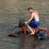 Türk İşi Nehir Üstünde Gezilebilen Modifiye Bisiklet
