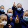 Hemşireler Corona Virüsü Bulaşmaması İçin Saçlarını Kesiyorlar (Video)