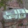 Peru'daki Bu Evler, Yerden 122 Metre Yükseklikte ve Uçurumun Kenarında