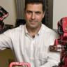 Legodan Yaptığı Dış İskelet İle Robotu Kumanda Etmeyi Başardı
