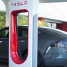 Tesla'dan Yılan Şeklinde Robotik Metal Şarj Cihazı